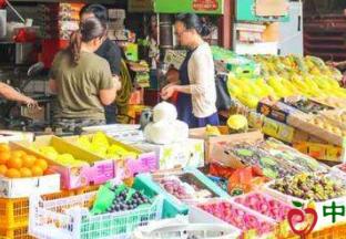 山东潍坊:水果量大价低 百姓有喜有忧 ()