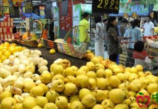 河南商丘:水果价格稳中有降 ()