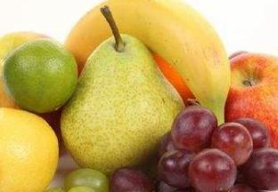时令水果量大 苹果价格回落 ()